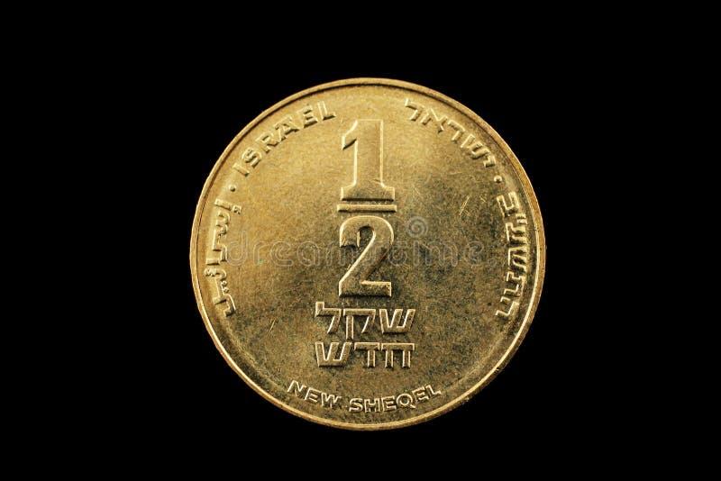 Meia moeda israelita do shekel isolada em um Bacground preto fotografia de stock royalty free