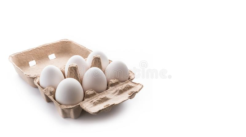 Meias dúzia, seis, ovos brancos no recipiente marrom da caixa com tampa o imagens de stock