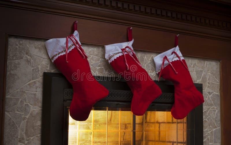 Meias na Noite de Natal imagem de stock royalty free