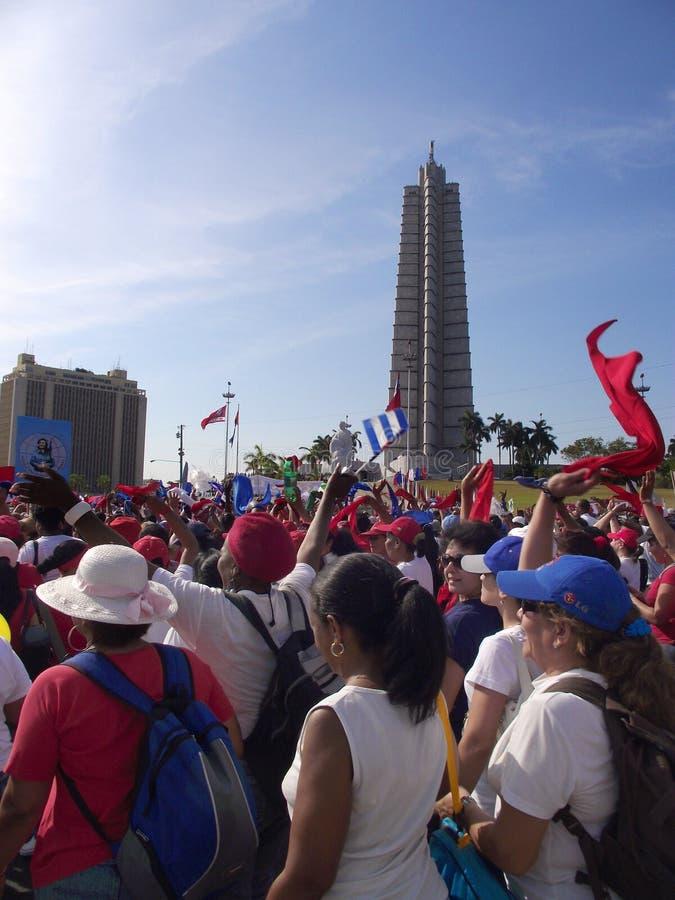 Meidag maart in Havana dat door de Revolutie Vierkant Jose Marti overgaat stock foto