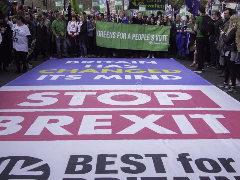 Meilleur pour les militants sociaux de la Grande-Bretagne protestant contre Brexit images stock
