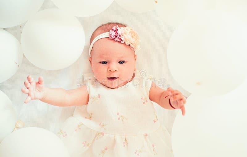 Mein s??es Baby familie Kinderbetreuung Der Tag der Kinder Kleines M?dchen Alles Gute zum Geburtstag Kindheitsgl?ck Portrait von  lizenzfreies stockfoto