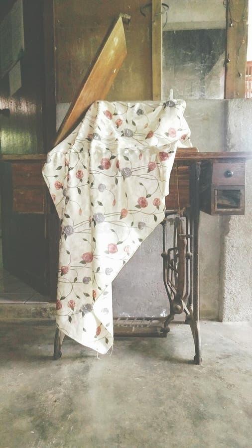 Meine große Großmutter ` s Nähmaschine lizenzfreie stockfotos