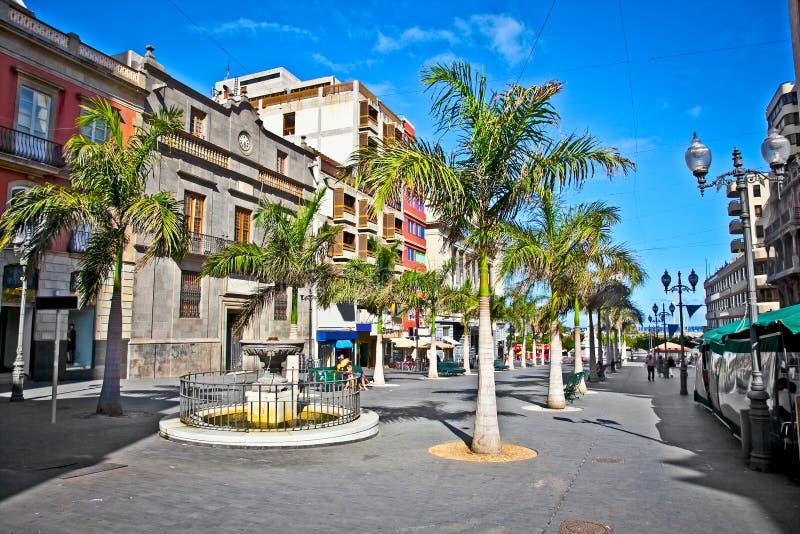 Meinstraat van oude stad Santa Cruz de Tenerife, Spanje. stock afbeeldingen