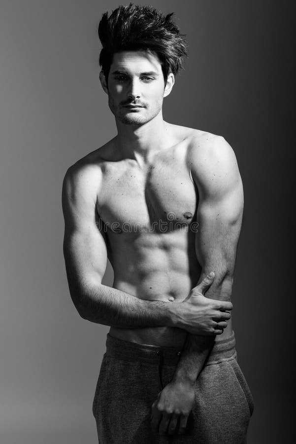 Meio corpo 'sexy' despido do homem atlético muscular fotos de stock royalty free