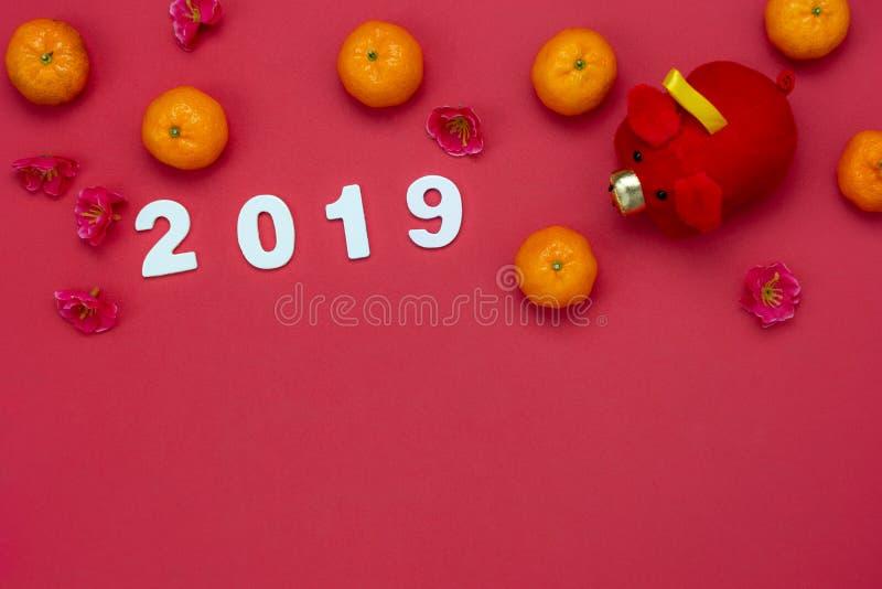 Meio da língua chinesa rico ou rico e feliz Ano novo lunar de opinião de tampo da mesa & fundo chinês do conceito do ano novo Con fotografia de stock