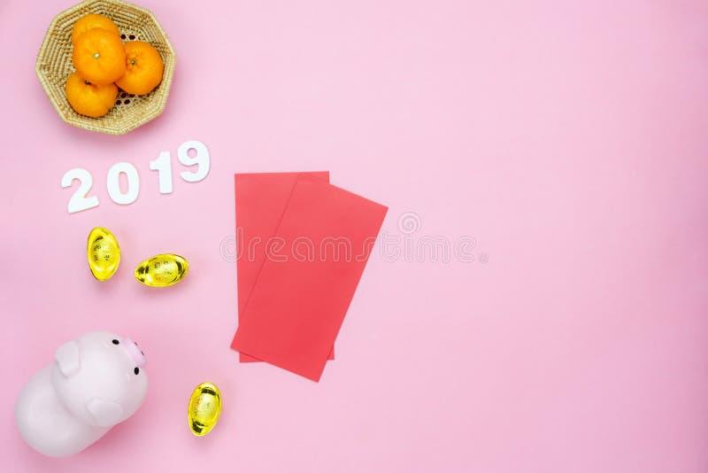 Meio da língua chinesa rico ou rico e feliz Ano novo lunar de opinião de tampo da mesa & fundo chinês do conceito do ano novo Con imagens de stock royalty free