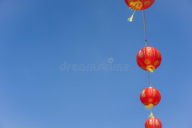 Meio da língua chinesa rico ou rico e feliz quente do ano novo chinês da decoração do arranjo & do fundo lunar do feriado do ano  fotos de stock royalty free