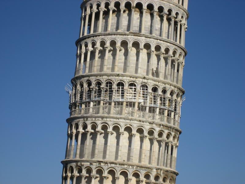 Meio da torre inclinada fotografia de stock royalty free