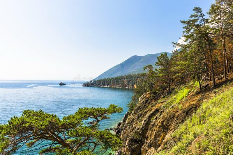 Meio-dia na costa do Lago Baikal imagem de stock royalty free