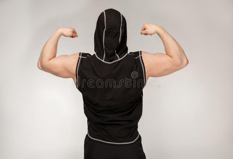 Meio retrato do comprimento do desportista que está de volta à câmera fotos de stock royalty free