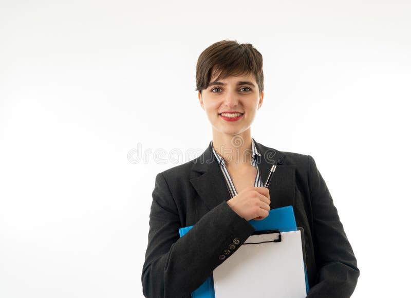 Meio retrato do corpo do comprimento de uma mulher de empresa atrativa que olha feliz e bem sucedida foto de stock
