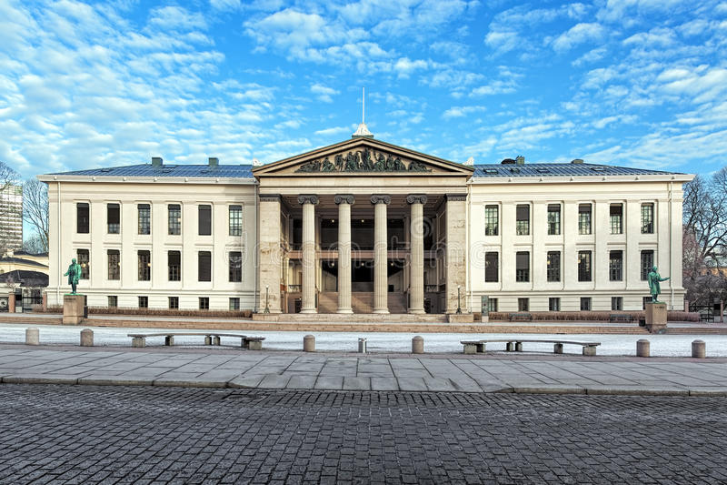 Meios de Domus, a construção a mais velha da universidade de Oslo, Noruega imagens de stock royalty free