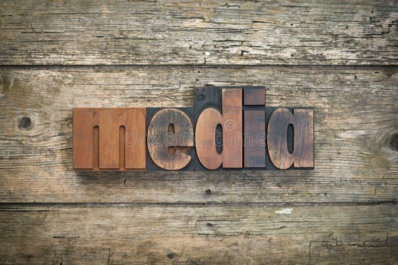 Meios, palavra escrita com bloco de impressão da tipografia do vintage fotos de stock