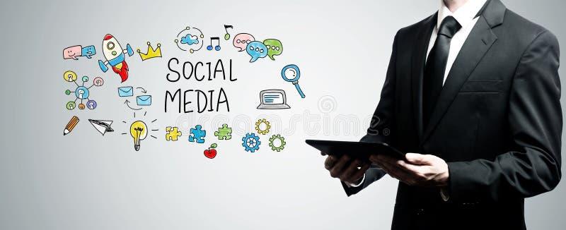 Meios sociais com o homem que guarda o tablet pc imagens de stock royalty free