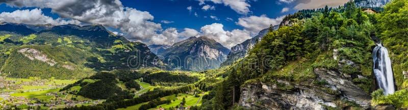 Meiringen in der Schweiz ist ein Muss gehen Bereich stockfotos