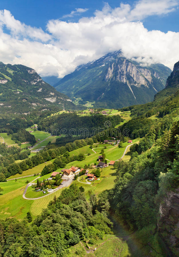 Download Meiringen Schweitz arkivfoto. Bild av trees, väg, överkant - 27284456