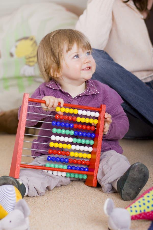 Meisje één éénjarige het leren stock afbeelding