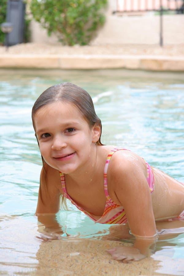 Meisje 2 van Poolside stock fotografie
