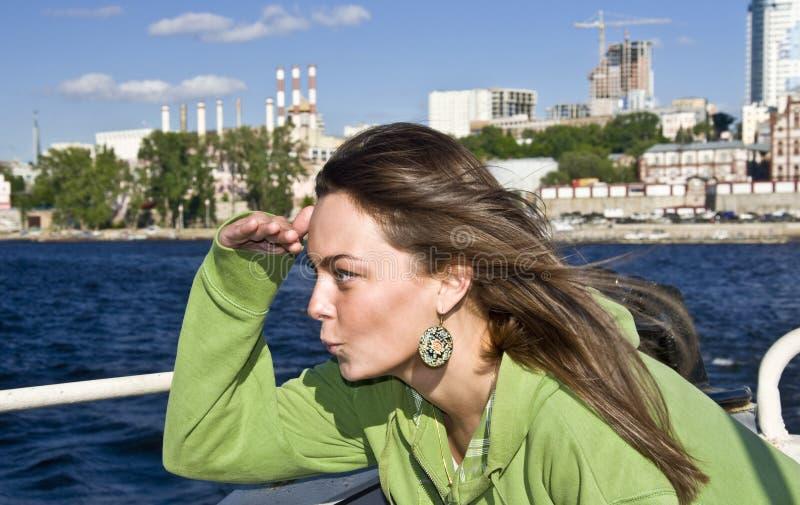 Meisje aan boord van het schip royalty-vrije stock foto