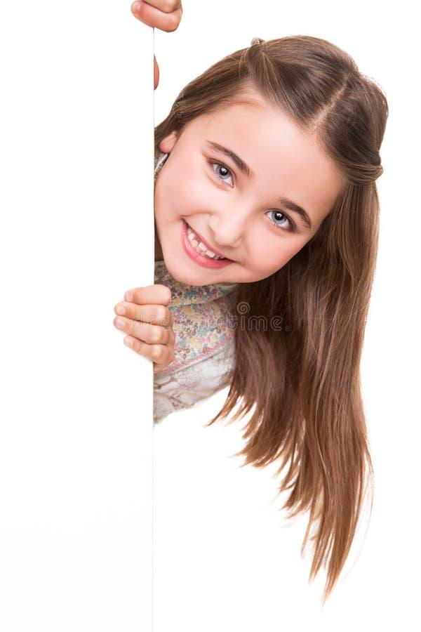 Meisje achter een witte raad stock foto