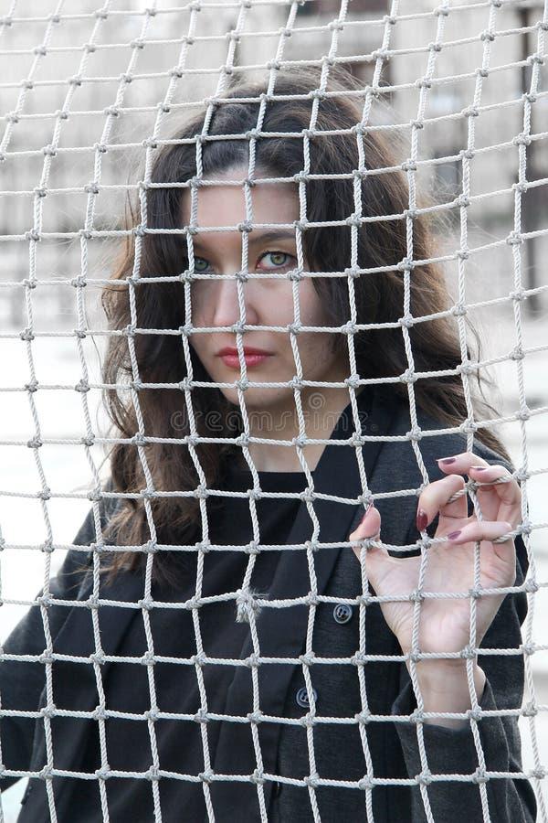Meisje achter het net royalty-vrije stock foto's