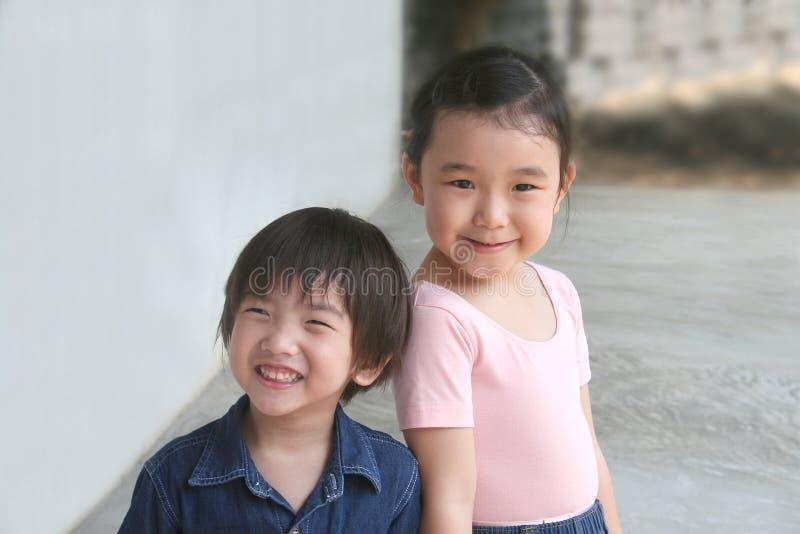 Meisje & jongen royalty-vrije stock afbeelding