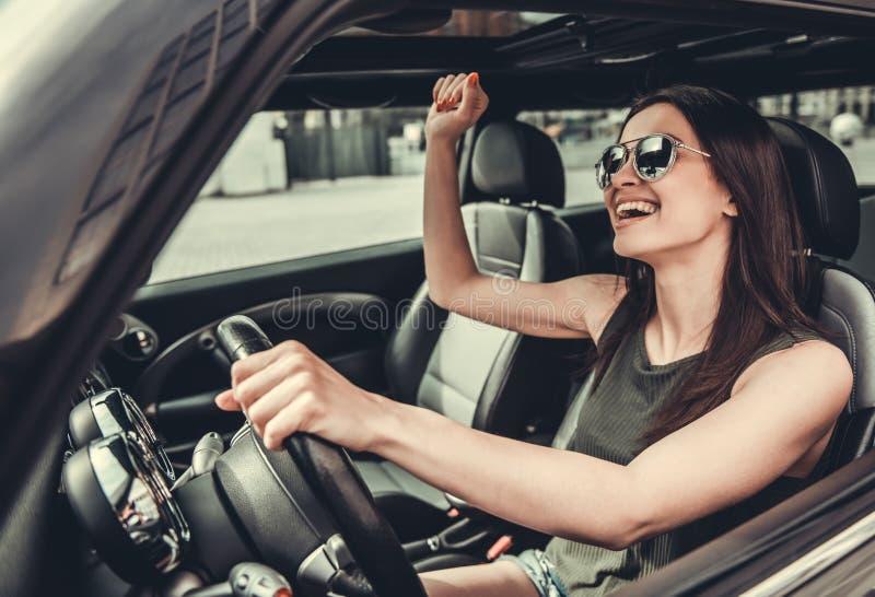 Meisje in auto royalty-vrije stock afbeelding