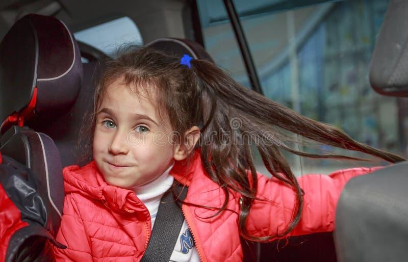 Meisje in autozetel royalty-vrije stock foto's