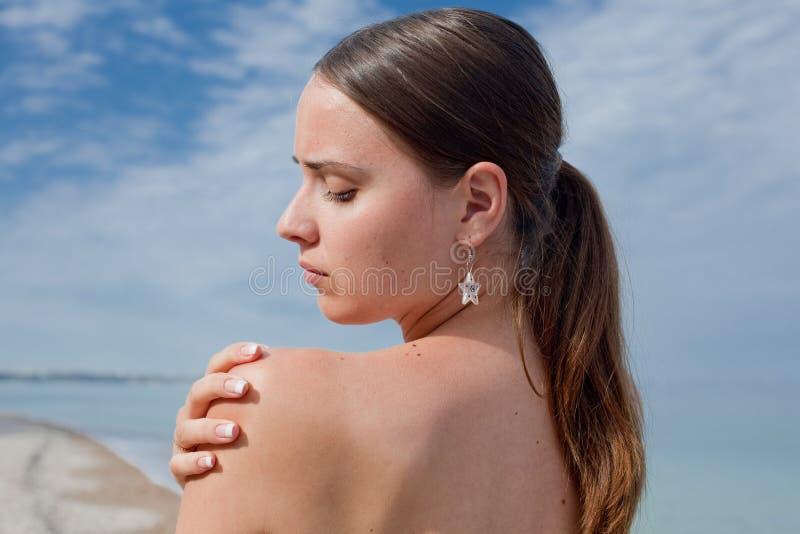 Meisje bij het overzees royalty-vrije stock fotografie
