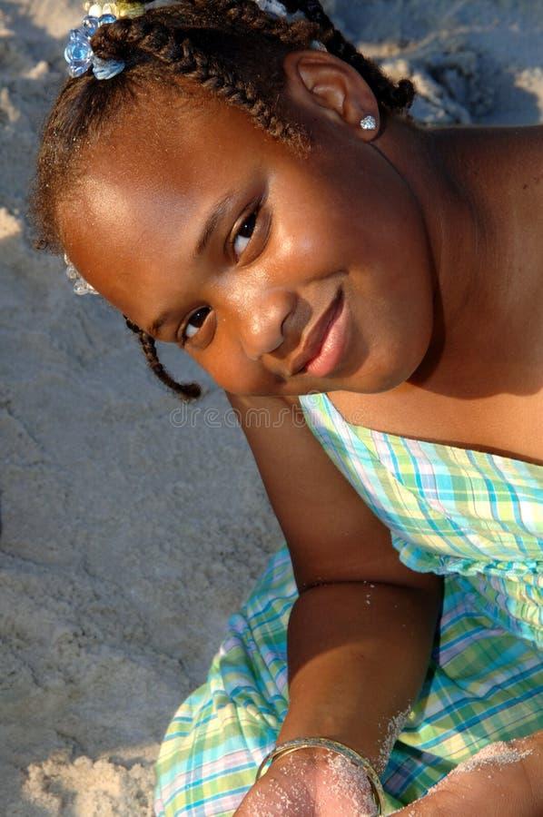 Meisje bij het strand royalty-vrije stock afbeelding