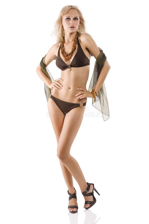 Meisje in bruine bikini royalty-vrije stock foto