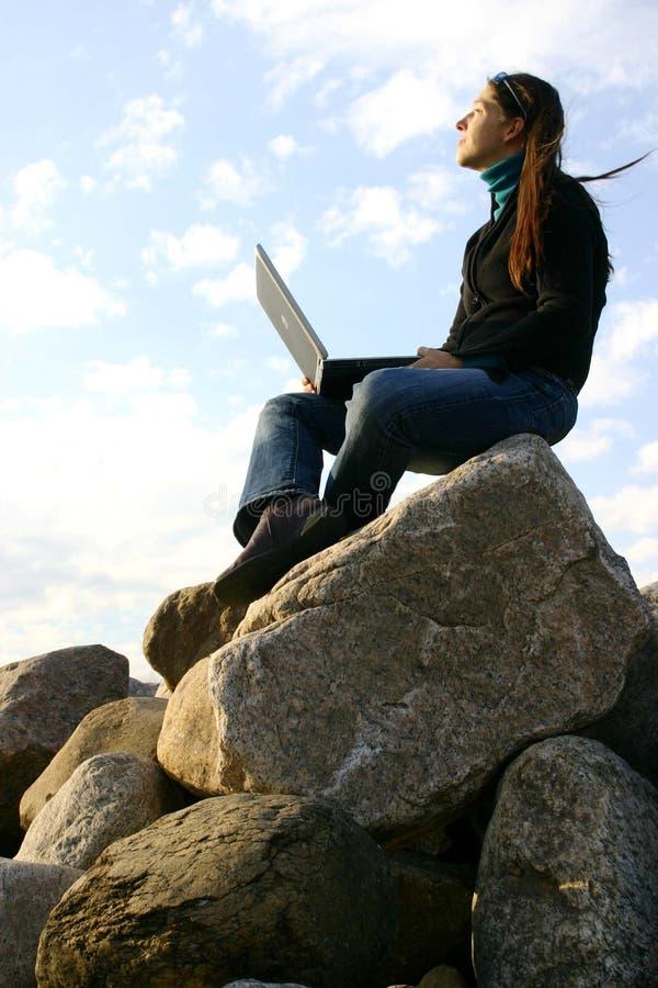 Meisje dat aan bovenkant werkt stock afbeeldingen