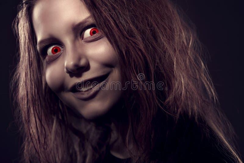Meisje dat door een demon wordt bezeten stock foto