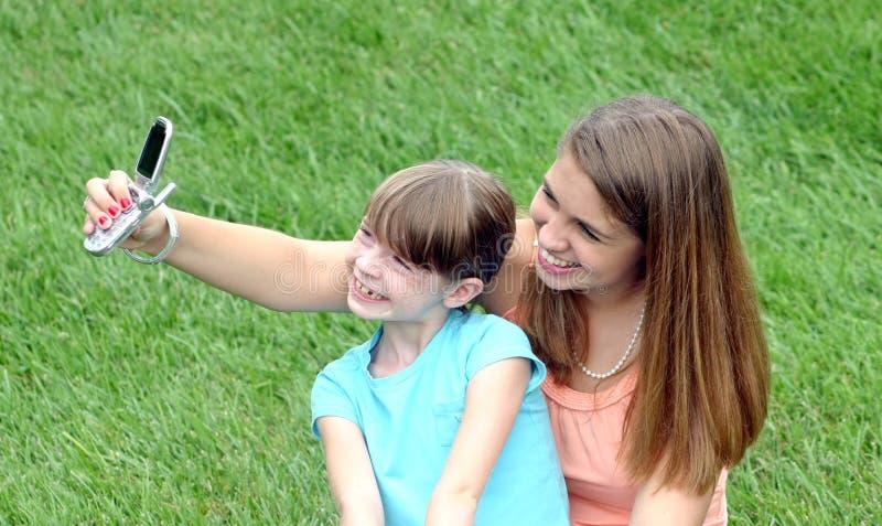 Meisje dat een Beeld neemt stock fotografie