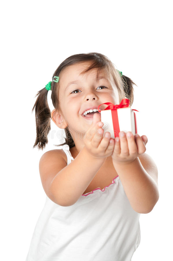 Meisje dat een gift aanbiedt royalty-vrije stock afbeeldingen