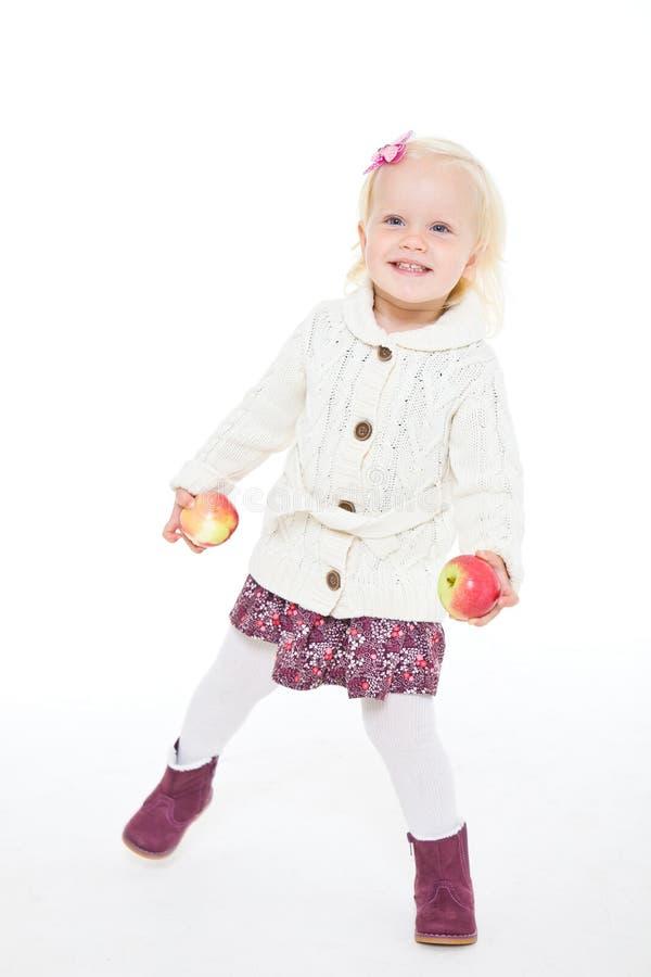 Meisje dat een rode appel houdt royalty-vrije stock foto's