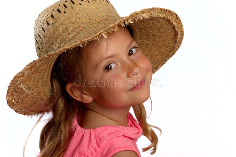 Meisje dat een strohoed draagt stock foto