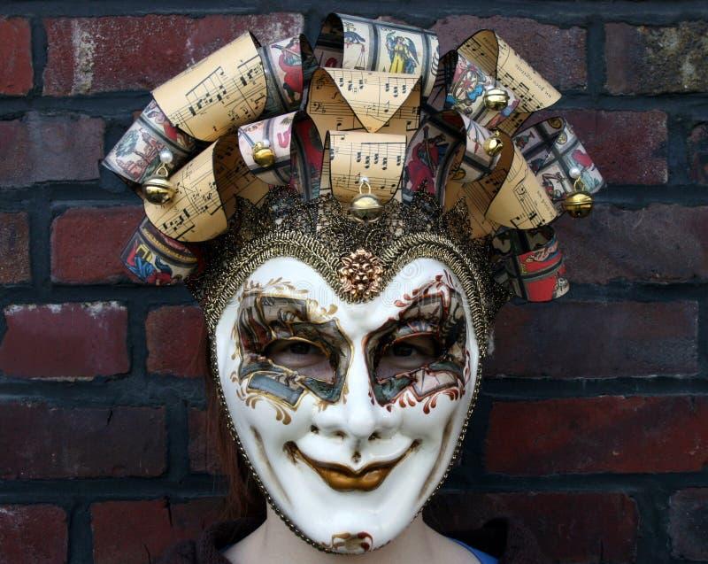 Meisje dat een Venetiaanse Carnaval masker normale starende blik draagt royalty-vrije stock fotografie
