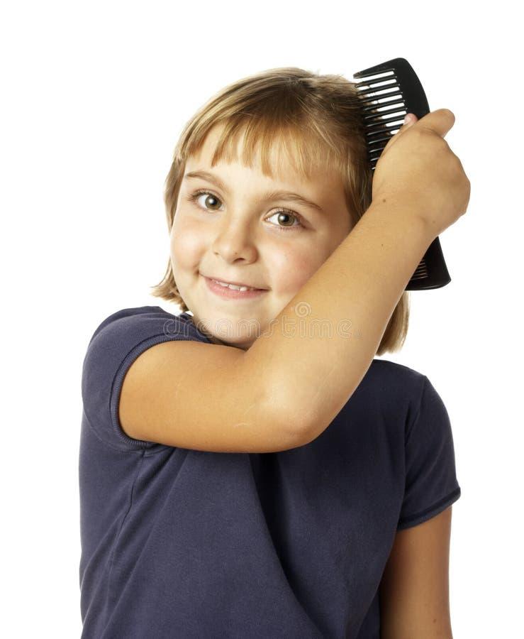 Meisje dat haar kamt stock afbeelding