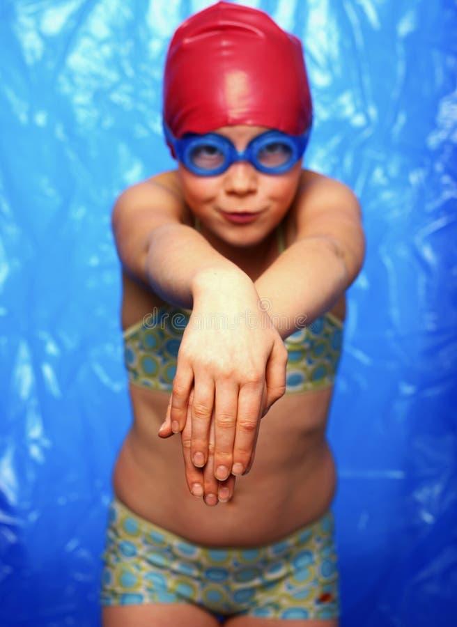 Meisje dat leert hoe te te duiken stock foto's