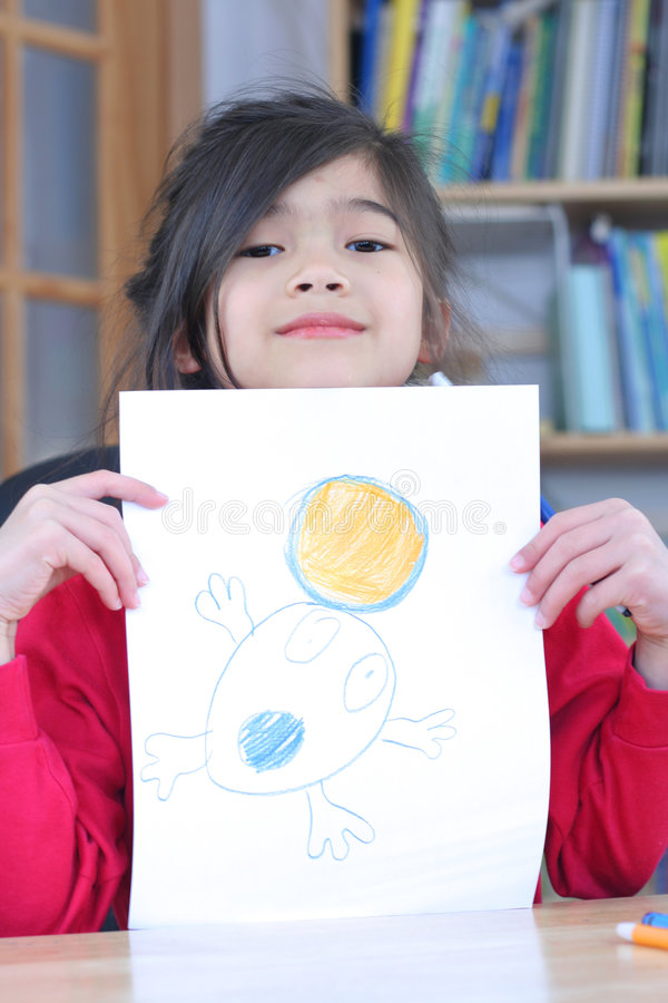 Meisje dat met tekening pronkt. royalty-vrije stock afbeeldingen