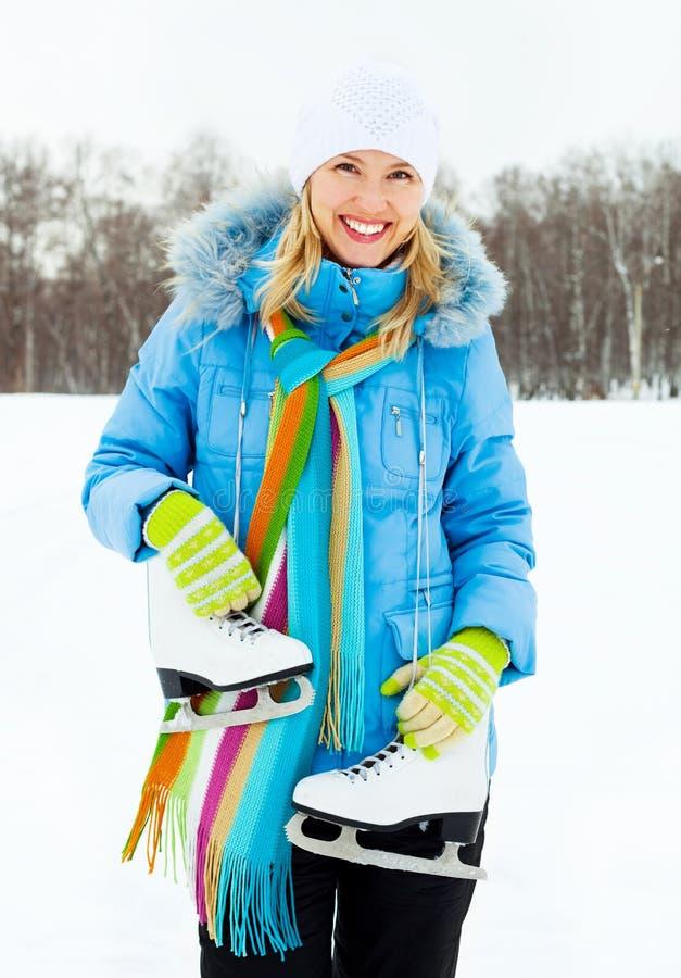 Meisje dat naar ijs het schaatsen gaat stock afbeeldingen