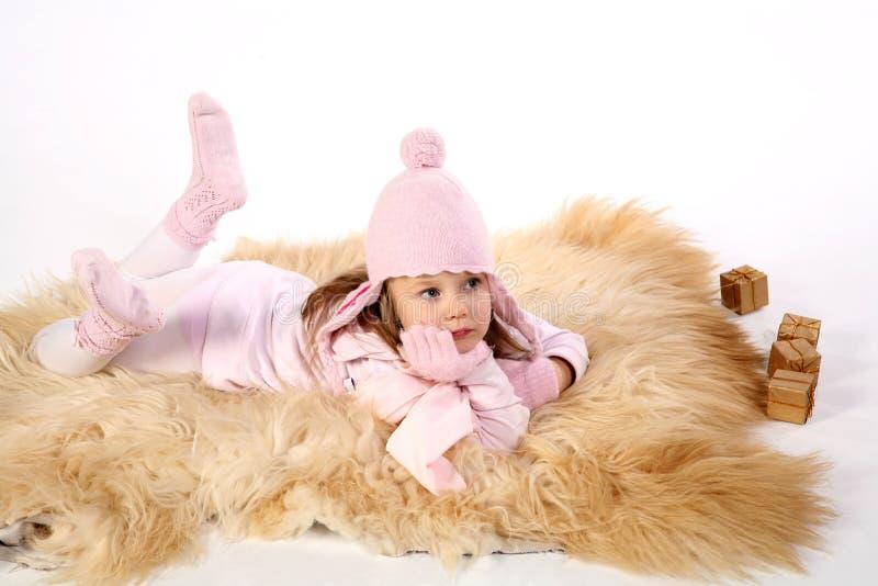 Meisje dat op deken 2 legt royalty-vrije stock foto
