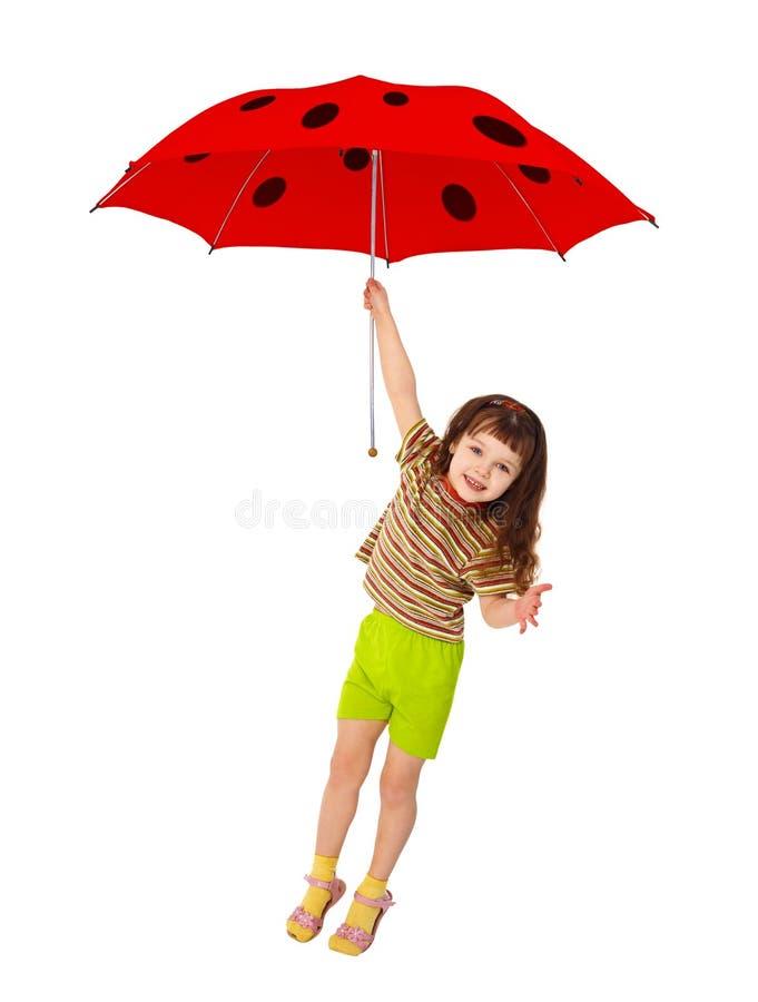 Meisje dat op rode paraplu vliegt - onzelieveheersbeestje stock foto