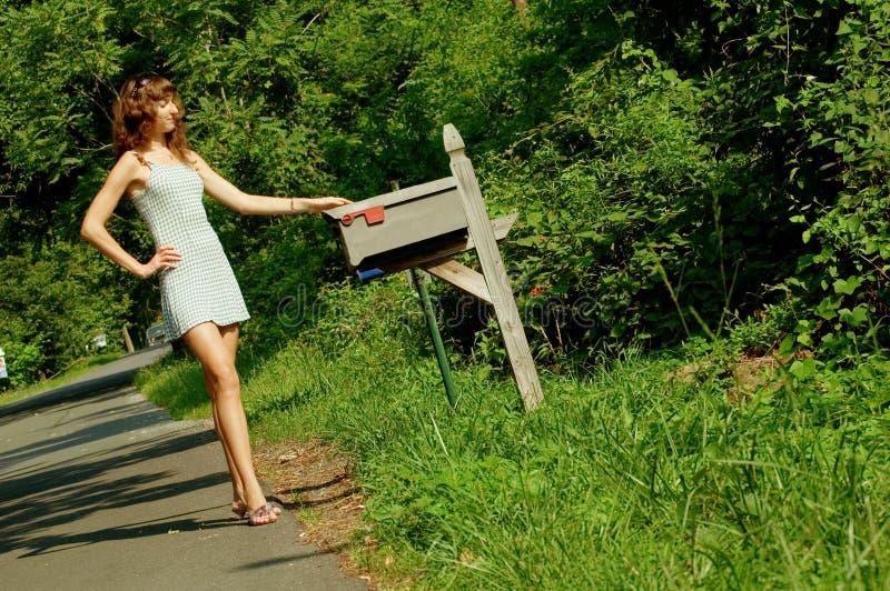 Meisje dat Post controleert stock foto's