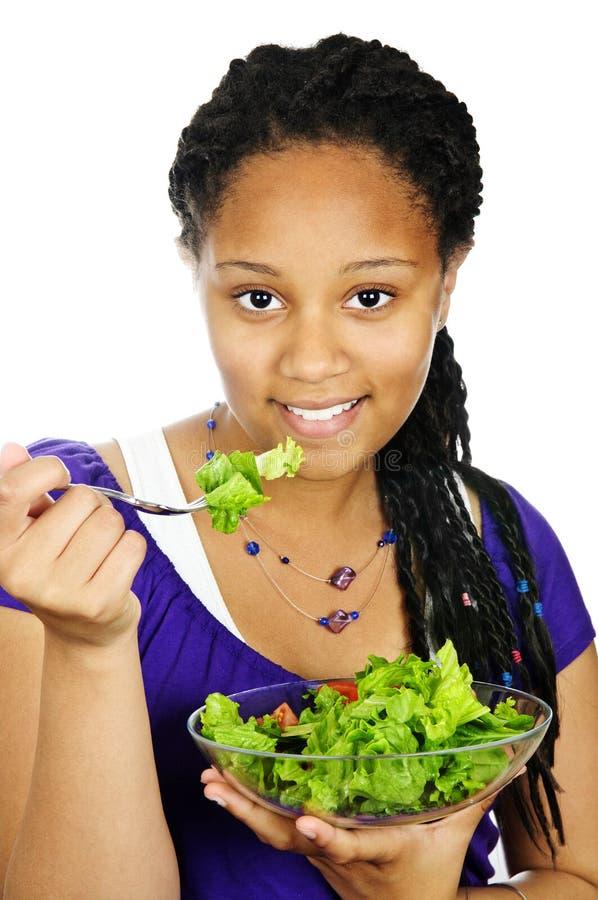 Meisje dat salade heeft stock foto's