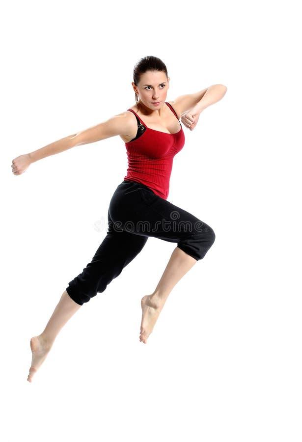 Meisje dat in sportkleding over wit springt royalty-vrije stock afbeelding