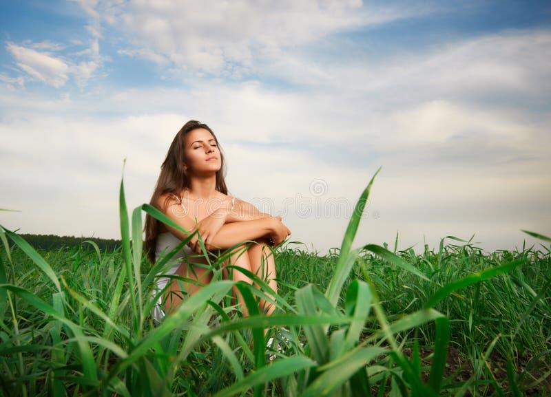 Meisje dat van de zomer geniet royalty-vrije stock afbeelding