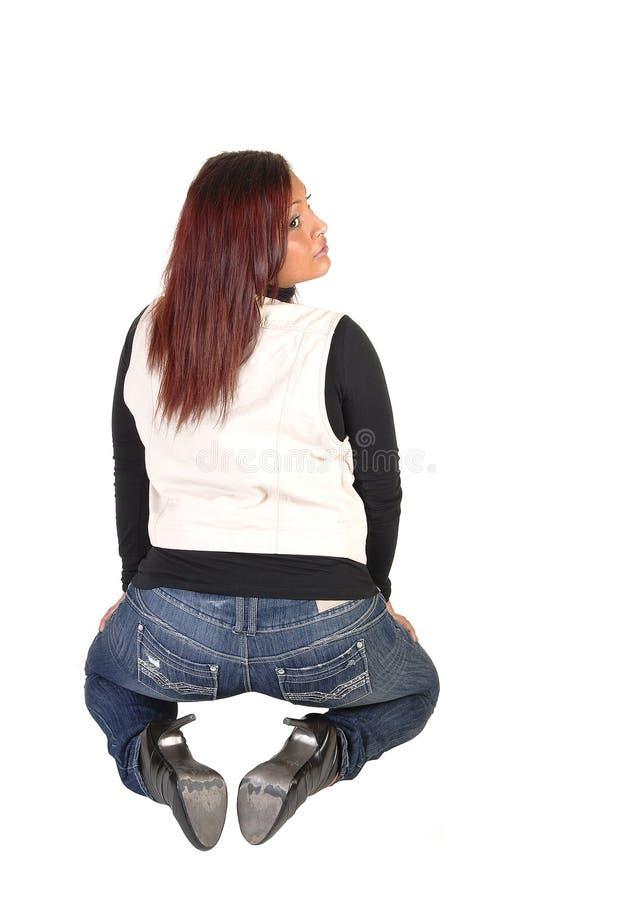 Meisje dat van rug knielt. royalty-vrije stock afbeeldingen